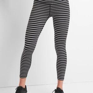 GapFit Blackout Stripe 7/8 Leggings